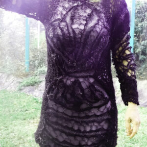 Robe Noire Entrelacee Devant3