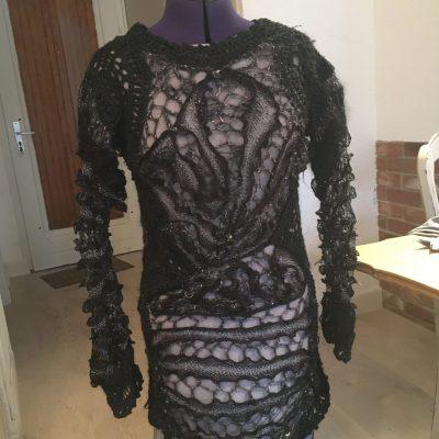 Robe Noire Entrelacee