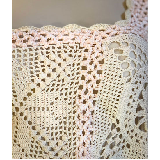 Top asymétrique au crochet en coton et matière irisée